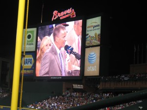 Tom Glavine gets number retired